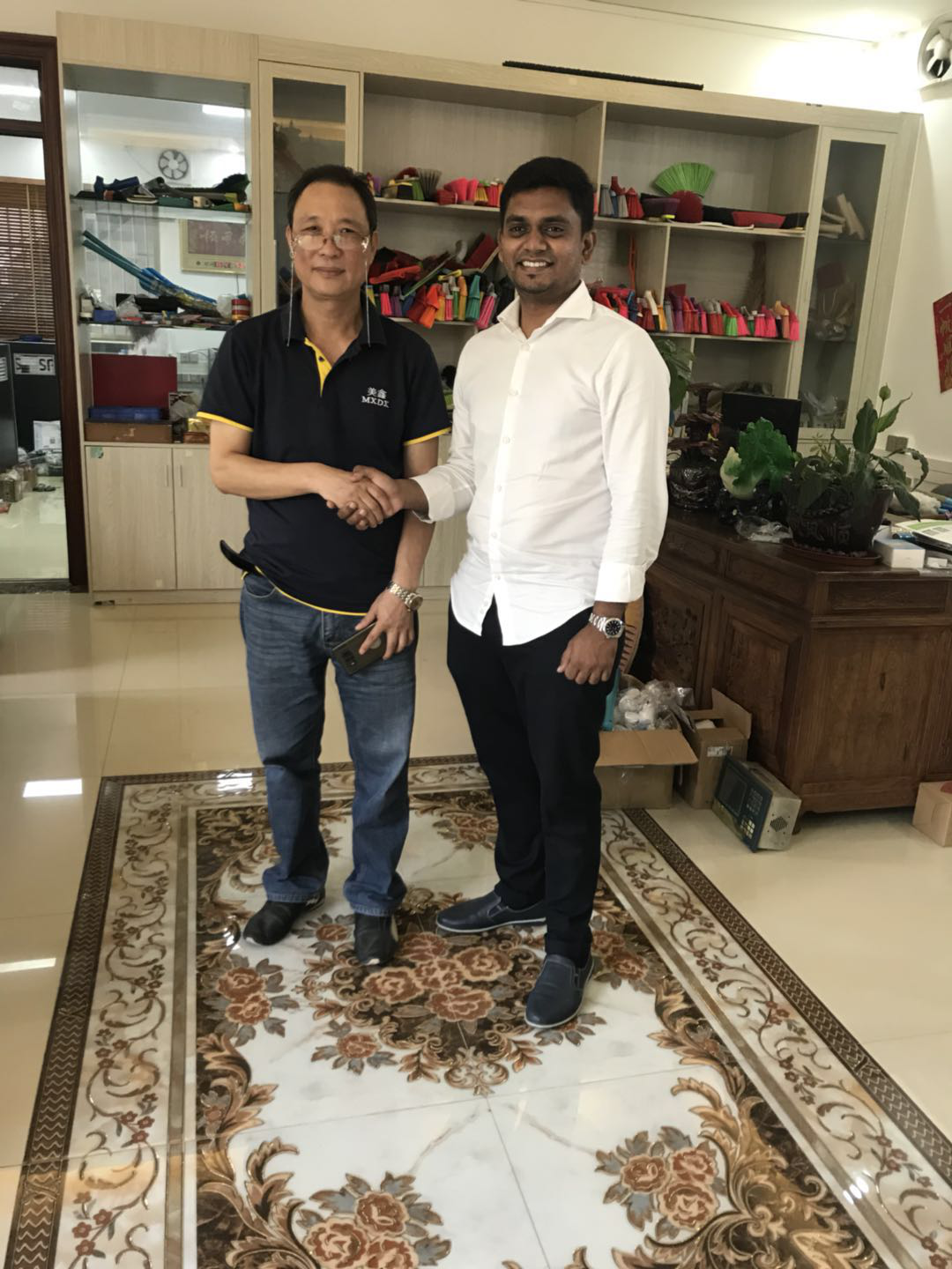 MEIXIN-Indian guest was interested in Meixins No Dust Broom Machine News About Brush Making Machiner