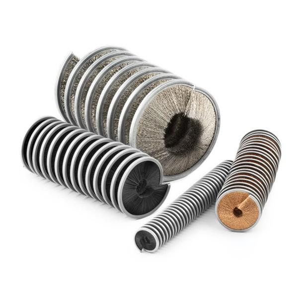A espiral interna do fio baixo bobina as escovas