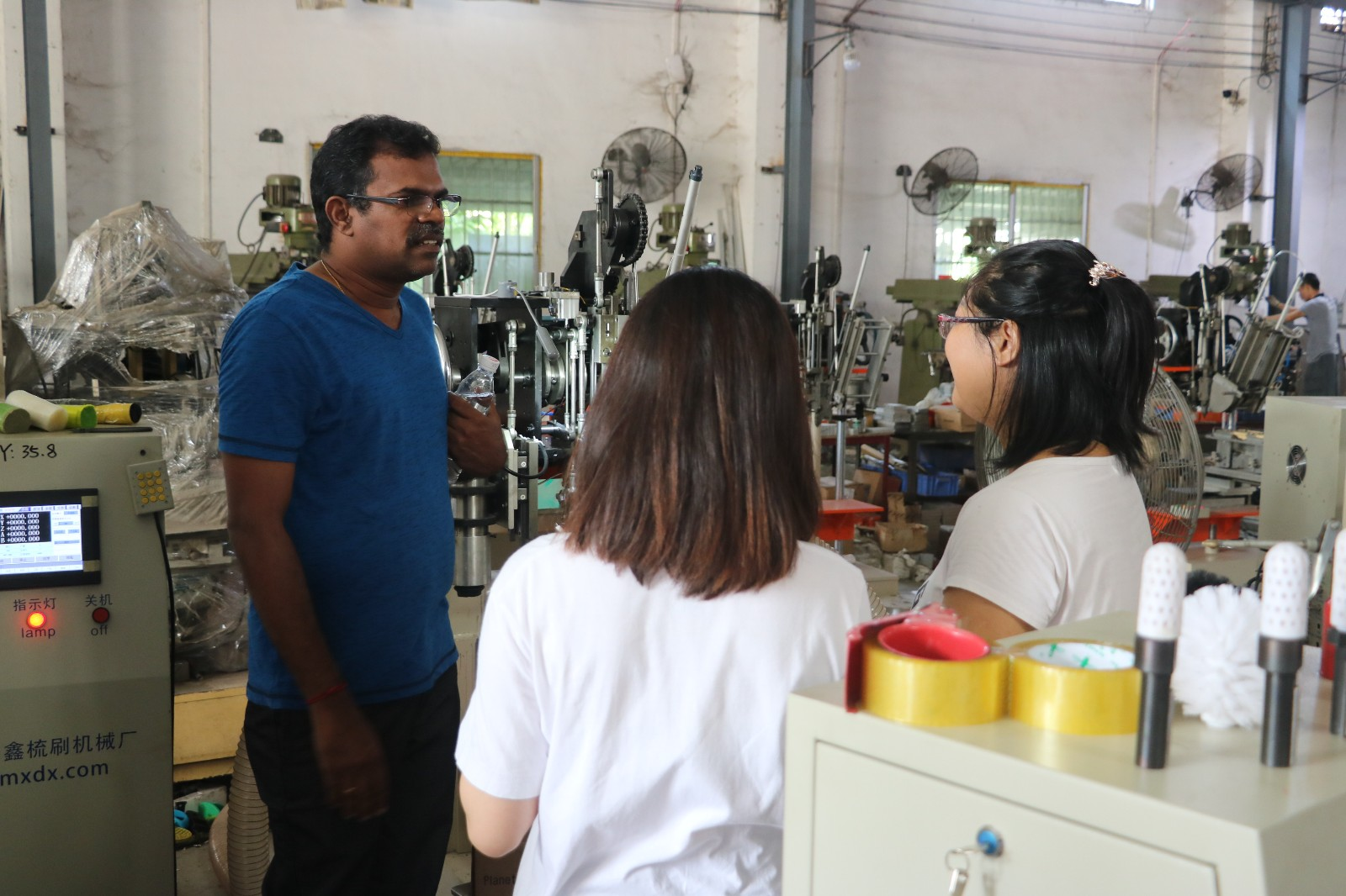 MEIXIN-Malaysia Client Came To Study The Operation Of His Machine | Meixin Brush-2